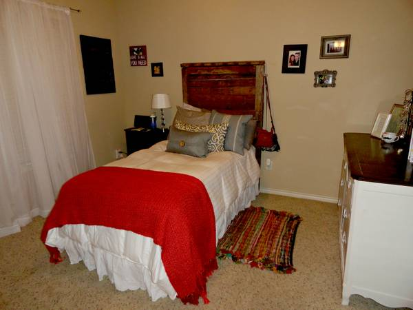 $425 1br - Gateway Villas 1 bdrm1 bath available (Females Only) (College Station)