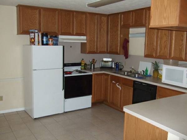 - $325 2br - Great Summer apartment for TAMU Students (College Main St. )