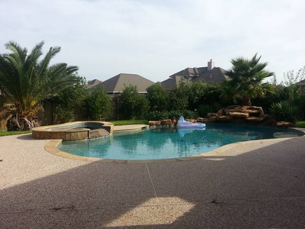 -  400   4br - 3500ft sup2  - ROOMMATE WANTED   BAYTOWN HOUSTON