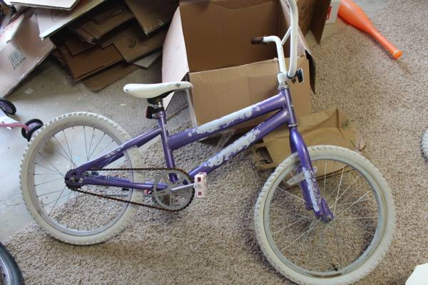 Girls Huffy 20 inch bike - $20 (South College Station)
