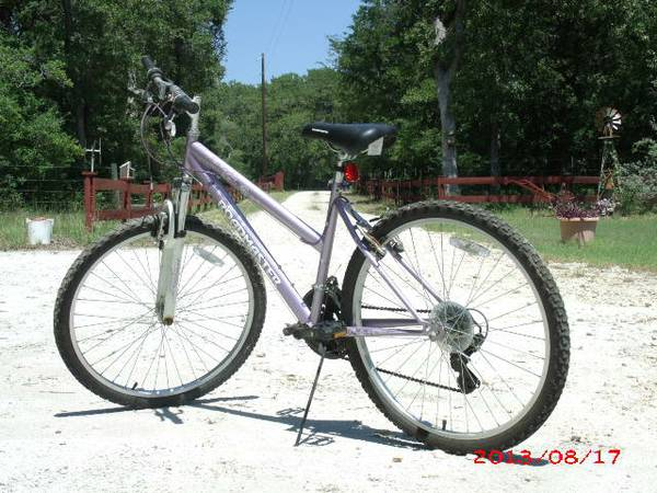 RoadMaster ladies multi-gear bicycle - $45 (Groesbeck area)