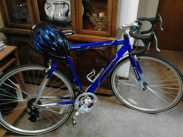 GMC Denali Road Bike waccessories - $350 (Southwood Valley)