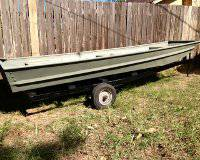 12 ALUMINUM FLAT BOTTOM JON BOAT AND TRAILER - x0024500 (College Station)