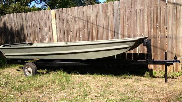 12 ALUMINUM FLAT BOTTOM JON BOAT AND TRAILER - $500 (College Station)