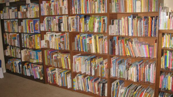 THOUSANDS OF CHILDRENS BOOKS (NW Houston (about an hour away from CS))