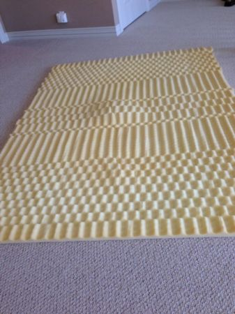 Foam mattress topper pad QUEEN - $7 (Pebble Creek )