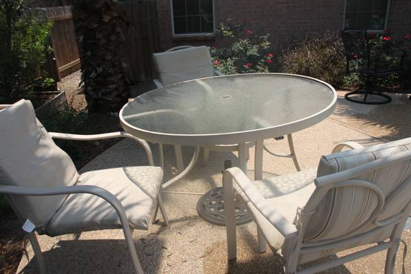 Patio table 4 chairs - $100 (CS Emerald Forest)