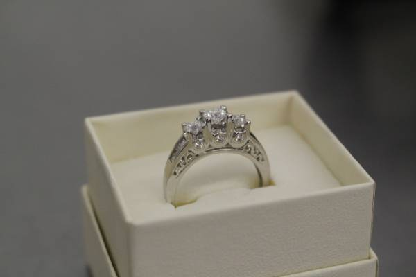 beautiful engagement ring for sale -   x0024 3000  college station