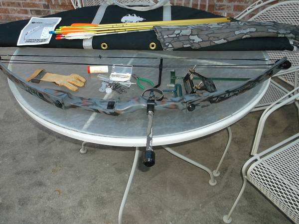 Hunting Compound Bow HOYT EASTON USA--$145.00 (College Station)
