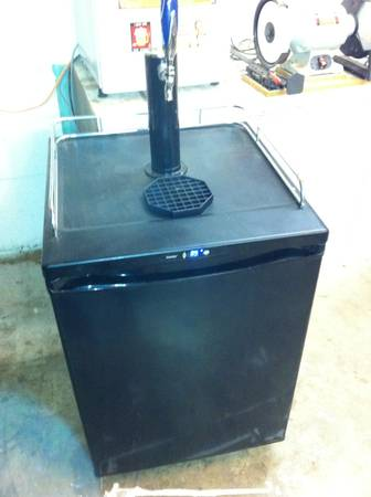 KEGERATOR BEER Brewing Eq. - $1 (Whitney Area)