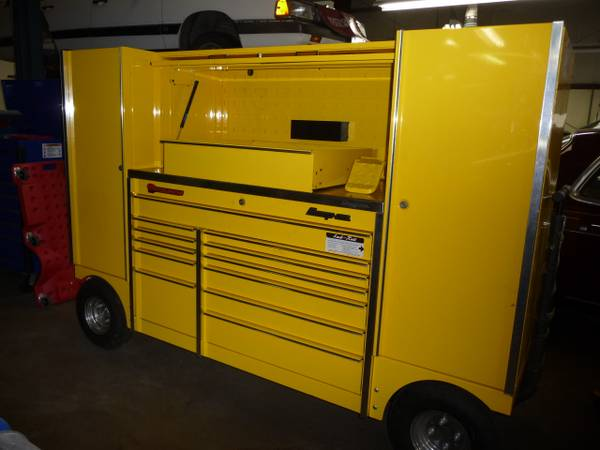 Snap-On Ultra Yellow Tool Wagon (box) - $7000 (4000 victoria ave)
