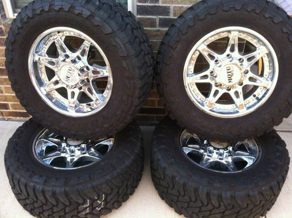 Moto Metal 961 Chrome 18Wheels w Toyo Open Country MT Tires - x00241695 (College Station)