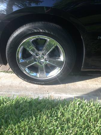 18 Chrome Stock Dodge Charger RT Rims - $550 (College Station Bryan Houston)