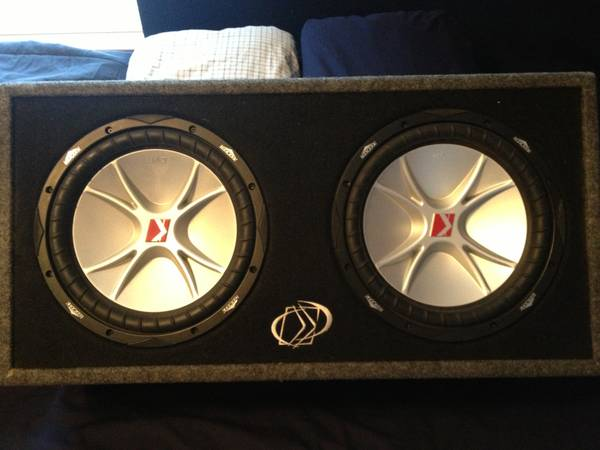 2 12 kicker competition subwoofers in side ported box-great condition - $200 (college station, tx)