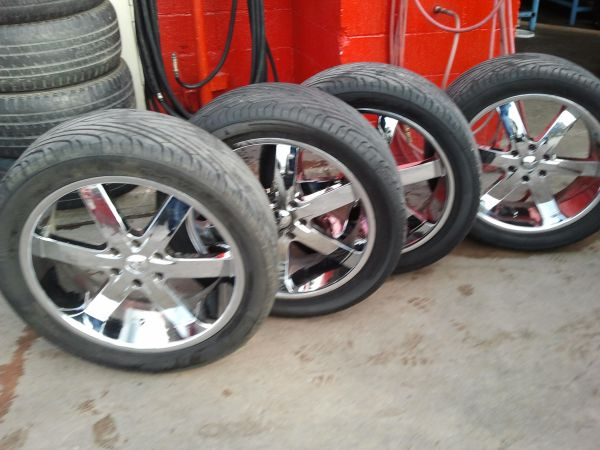 U2 22 Rims w3054022 tires - $1299 (college station)