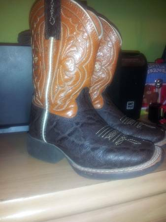 Kids (Toddler) Ariat Square Toe Boots Sz. 8.5 - $45 (College Station - $45 (HempsteadWallerCollege Station)