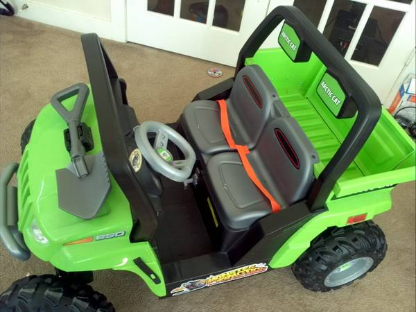 power wheels arctic cat (rare green) - $300 (Washington)