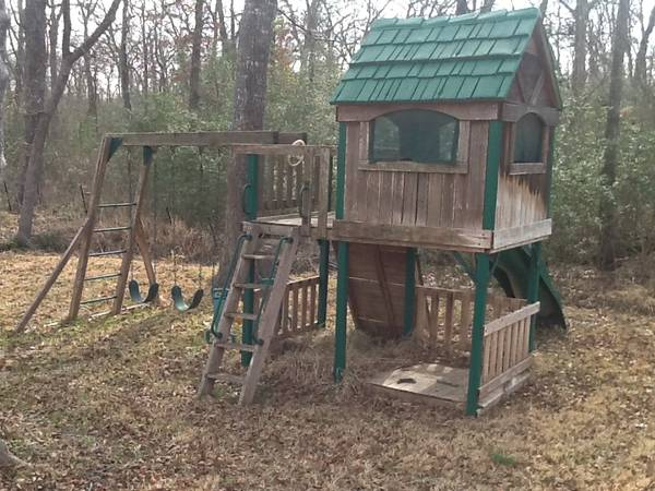 Wood playhouse   fort  orig cost  1100  -   x0024 300  College Station