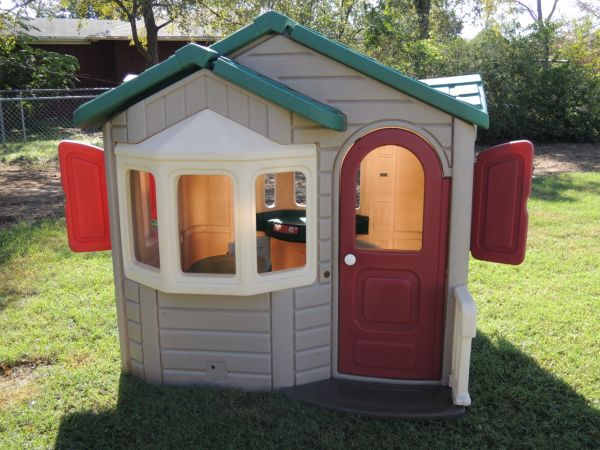 Step2 Naturally Playful Welcome Home Playhouse - $125 (Bryan, TX)