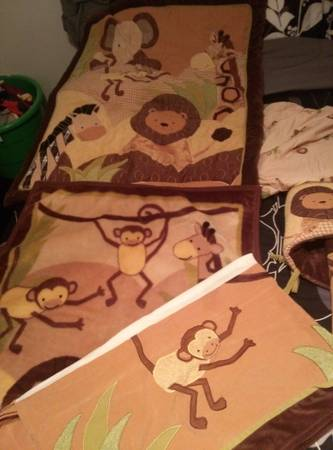 Lamb  Ivy Jungle crib bedding set queen bed frame - $55 (College Station,Tx)