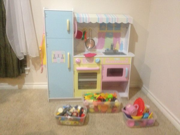 KidKraft Play Kitchen - $75 (College Station)