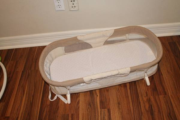 Snuggle Nest Baby Co-Sleeper - $15 (College Station)