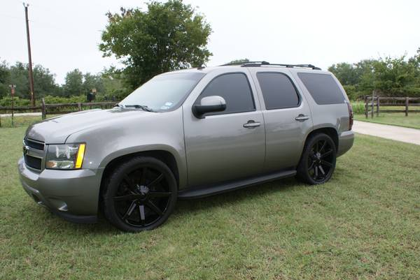 2007 Lowered Tahoe 24 KMC Slides - $20 (Brenham)