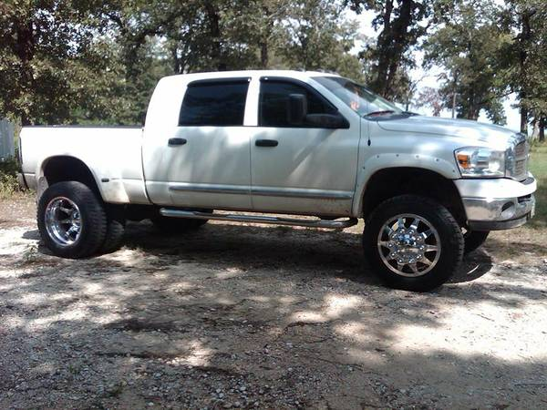 2007 Dodge mega cab dually 4x4 5.9 diesel - $25500 (Franklin, Texas)