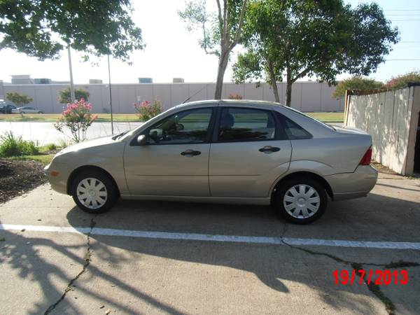 2007  Ford Focus  super clean  - $4299 (College station )