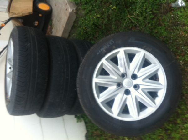 Chrysler 300 Factory Rims Tires 90 Tread On Tires - $200 (Bryan)