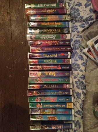40 Walt Disney VHS MOVIES - $35