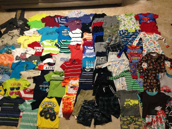 100HUGE LOT OF BOYS CLOTHES 3T,4T,5T ALL CLEAN AND NAME BRAND LOOK - $225 (college station)