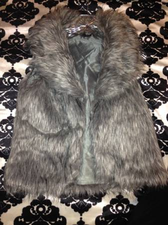 Cute winter clothing SM - $5 (Pronghorn Ln)