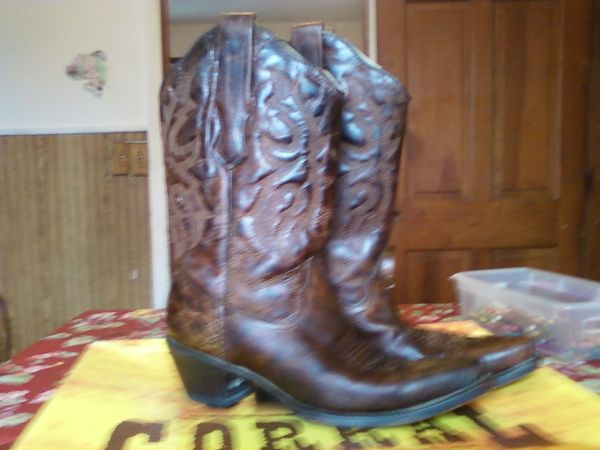 cowgirl boots 9m - $80 (bryan)