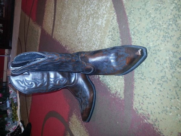 mens western boots - $75 (bryan)
