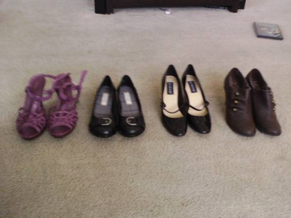 Lot - 8 Pairs of Cute Shoes Size 9 (Perfect for Work) - $25 (College Station)