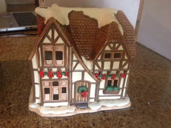 Colonial Village - lighted porcelain Christmas houses - $25 (College Station)