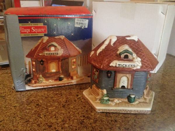 Christmas Village Square - Christmas Village - $15 (College Station)