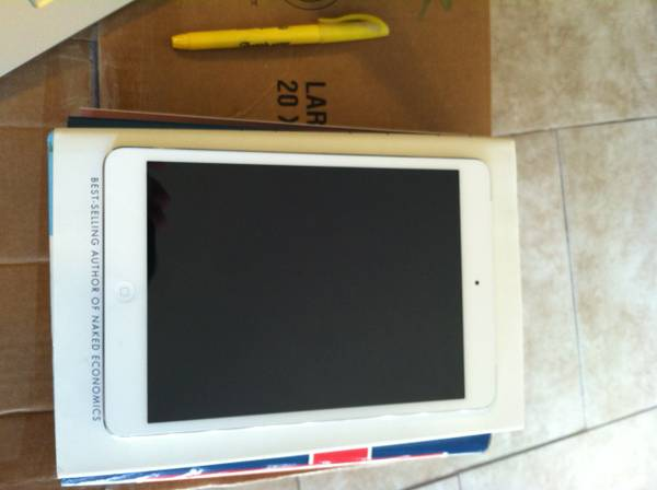 iPad mini with Wi-Fi Cellular for Verizon 16GB-White - $360 (college station)
