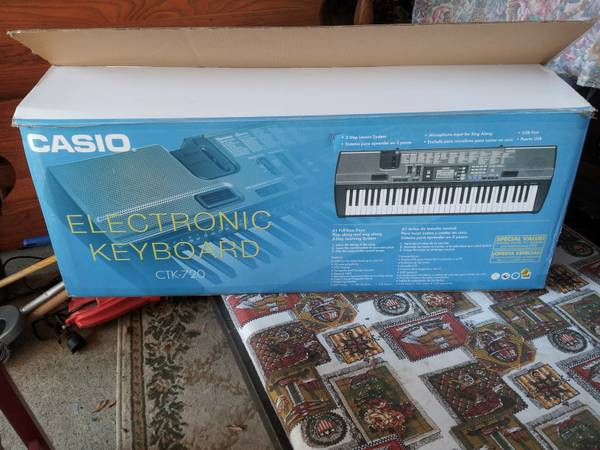 Casio Electronic Keyboard CTK-720 - $100 (college station )
