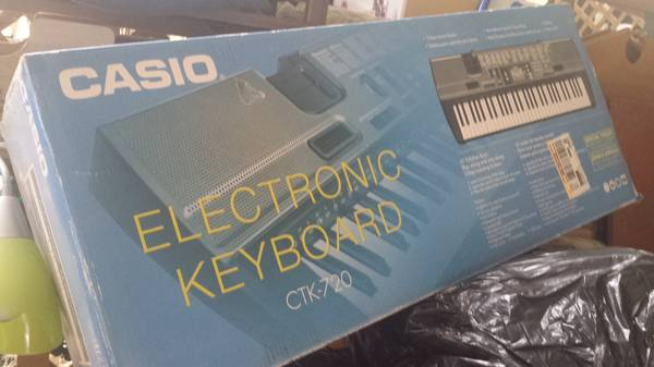 Casio Electronic Keyboard CTK-720 - x002475 (college station)