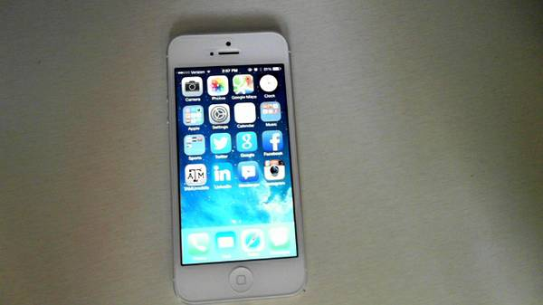 WTT Verizon White iPhone 5 16GB for Black iPhone 5 (College StationBryan)