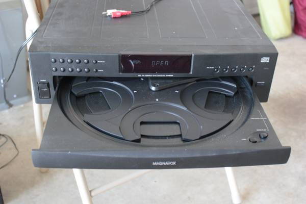 Magnavox 5 disc CD player - $25 (College Station)