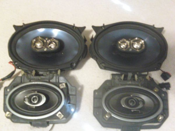 Selling Kicker KS693 6x9 and Pioneer 4x6 Speakers - $75 (College Station)