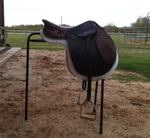 16.5 Courbette English Saddle - $350 (College Station)