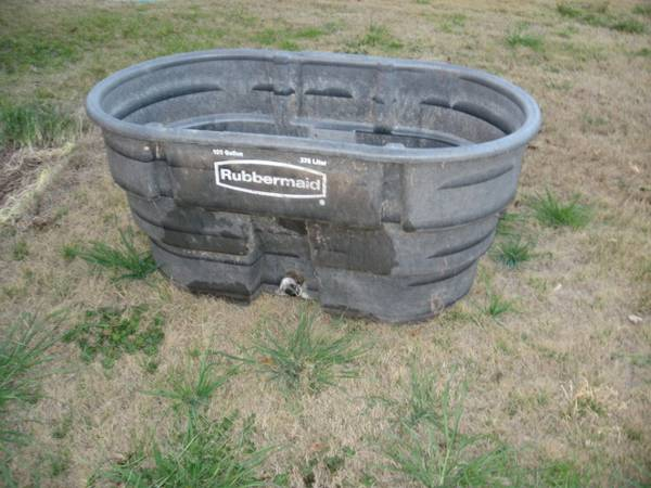 100 gal. Rubbermaid Water Trough - $55 (Singleton)