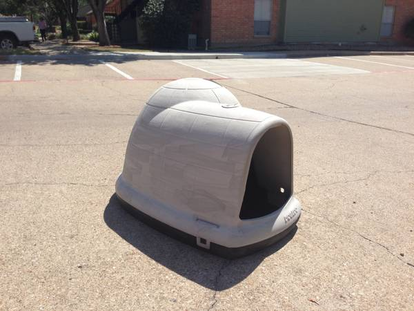 Igloo Dog House - $50 (Bryan)