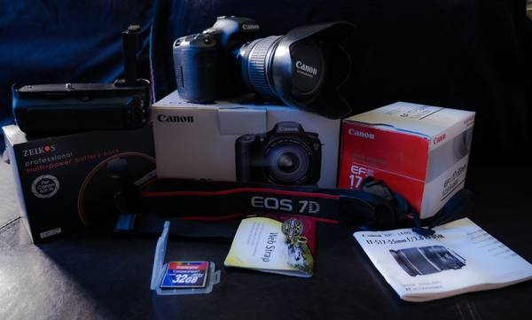 Canon 7D with 17-55 2.8 IS USM lens battery grip 32GB 400x CF card - $1600 (Bryan College Station)