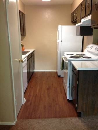 $835 1035ftsup2 - HUGE 2 BEDROOM (Autumn Sunrise Apartments)