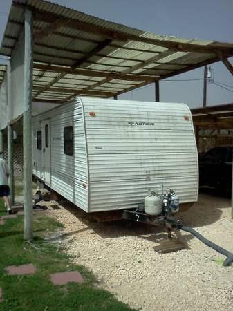 $450 1br - Fleetwood Travel Trailer under RV port w partial use of the Spa Shed (Aransas Pass)